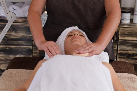 Face Ritual with Hot Stone Facial Massage